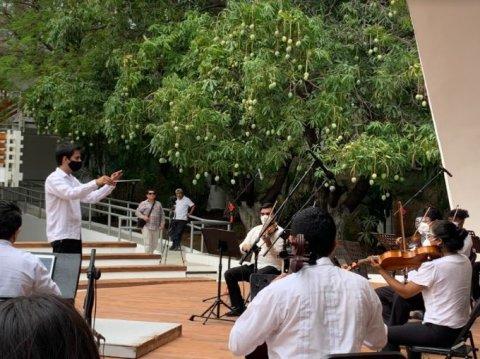 Max EBA director orquesta
