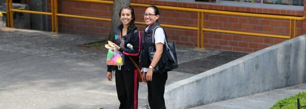 mejora-relacion-con-hija- adolescente-con-estas-5-acciones-prepas-privadas