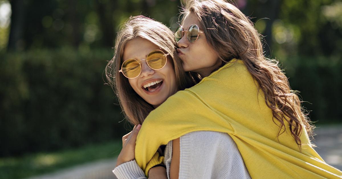 Cómo las jóvenes pueden fomentar la amistad verdadera