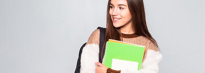 Cómo puedes ayudarle a tu hija adolescente a adquirir buenos hábitos de estudio