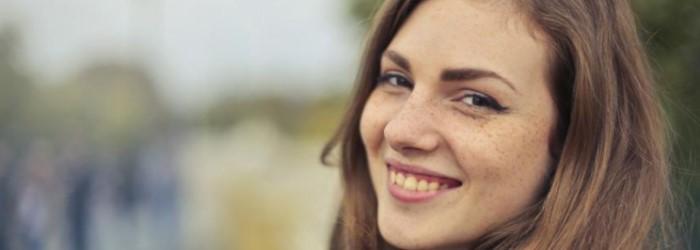 Cómo las jóvenes pueden vencer la timidez en las relaciones sociales